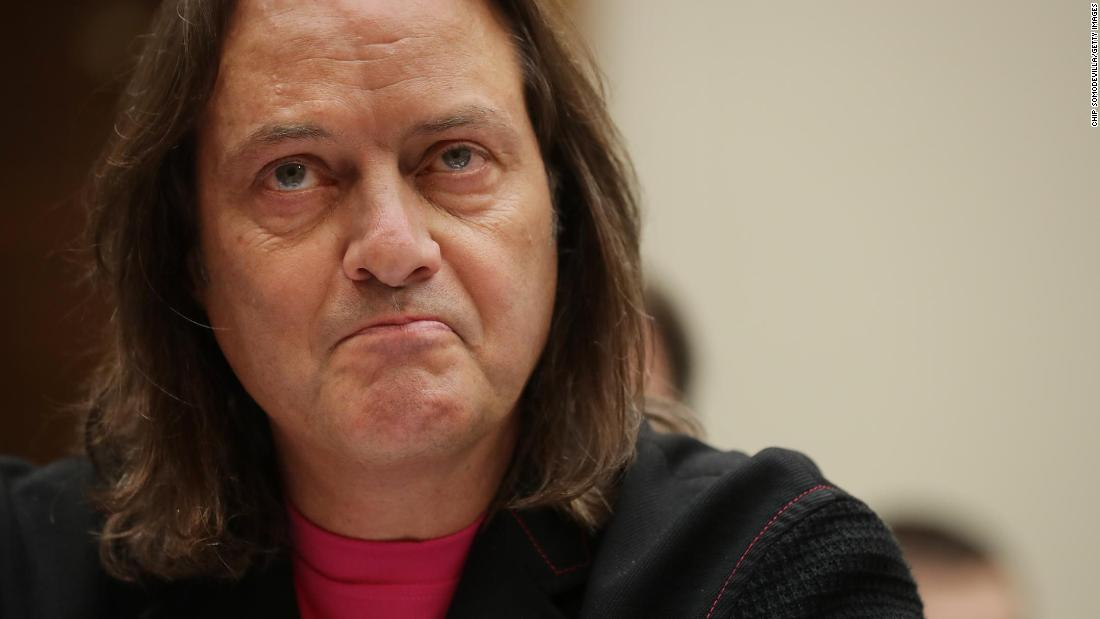 T-Mobile CEO John Legere will step down