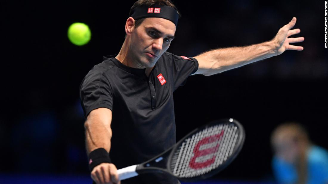 ATP Finals: Roger Federer beats Novak Djokovic to reach semifinals - CNN International