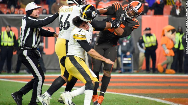 Quarterback Mason Rudolph of the Pittsburgh Steelers fights with defensive end Myles Garrett of the Cleveland Browns.