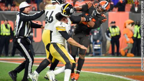 Quarterback Mason Rudolph of the Pittsburgh Steelers fights Myles Garrett of the Cleveland Browns.