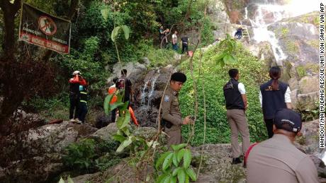 Rescuers from the rescue unit Na Mueang returned the body of a French tourist from the Na Mueang 2 waterfall on the island of Koh Samui.