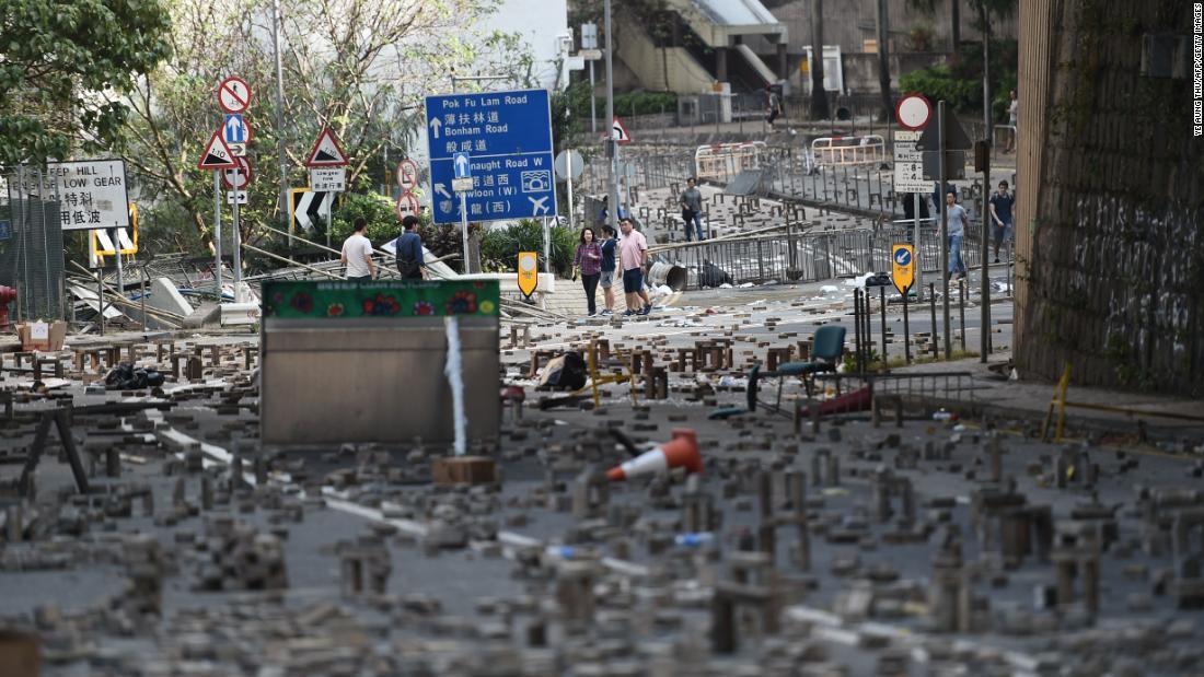 香港警察官とフィクションの矢印の大学siege