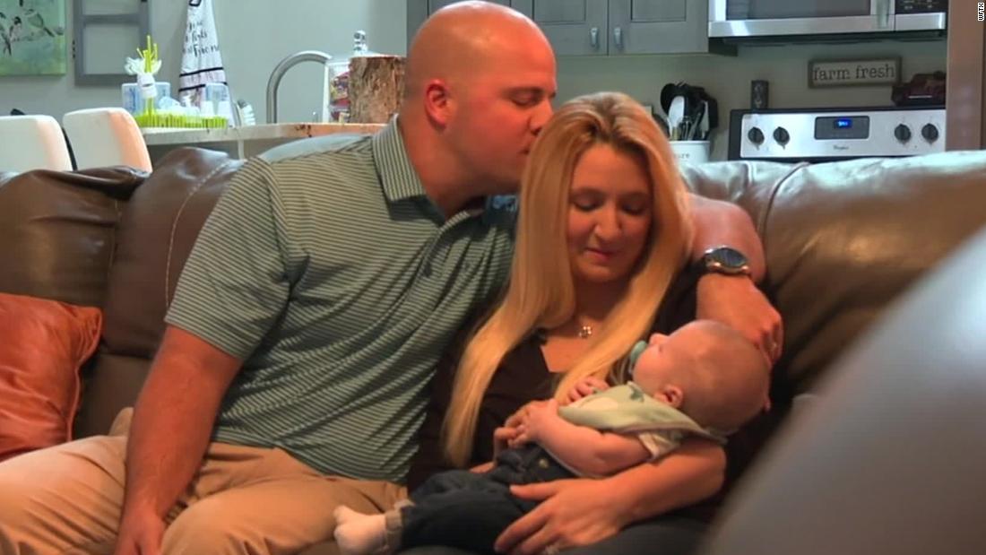 Cặp vợ chồng ở Florida sinh hạ bé trai nhờ cuộc thi 'Win a Baby'