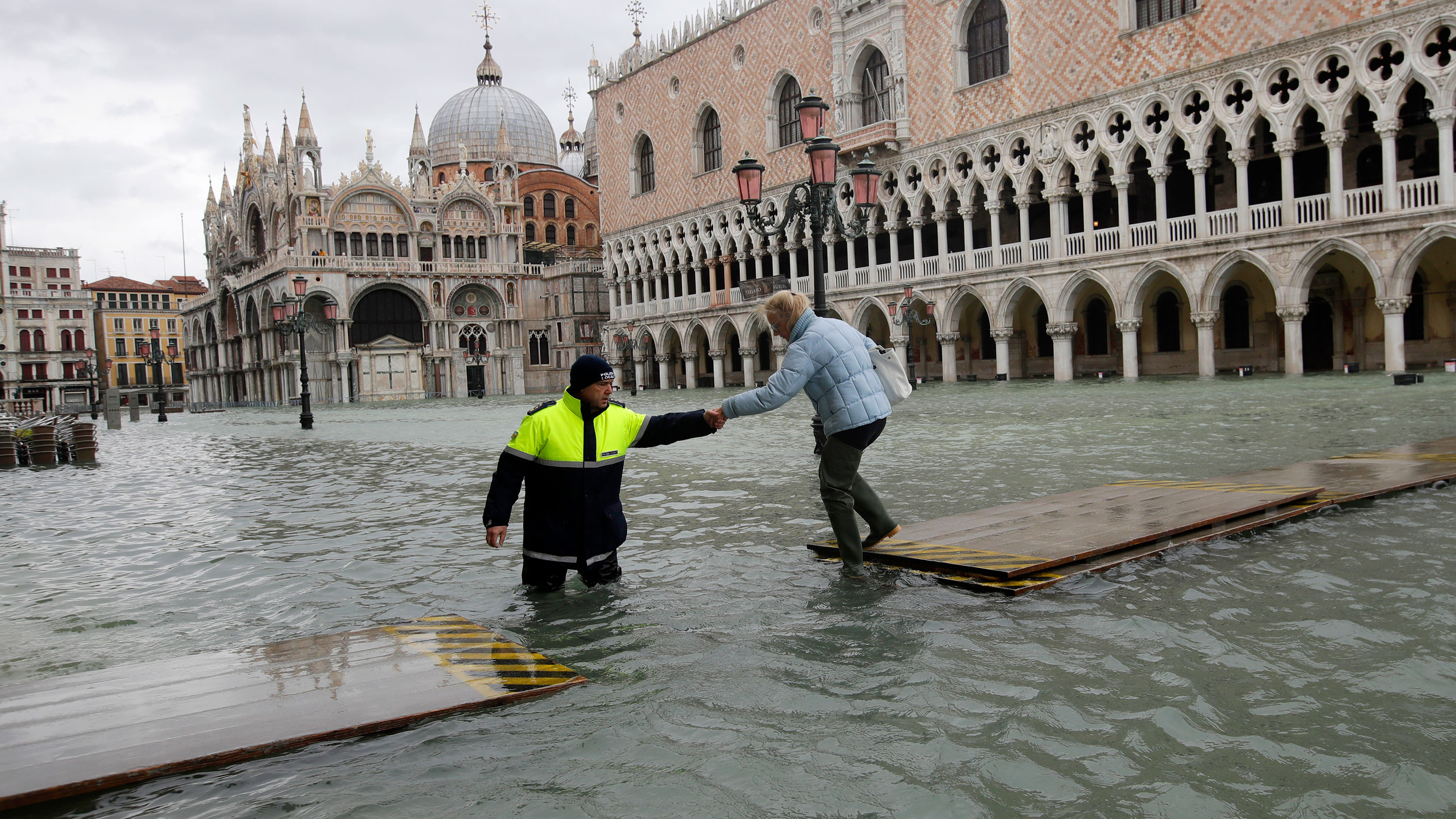 Studio La Rosa Palermo visiting venice after the floods: tourist shares her first