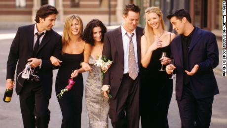 "Cast members of NBC's comedy series ""Friends."" Pictured: David Schwimmer as Ross Geller, Jennifer Aniston as Rachel Green, Courteney Cox as Monica Geller, Matthew Perry as Chandler Bing, Lisa Kudrow as Phoebe Buffay, Matt LeBlanc as Joey Tribbiani."