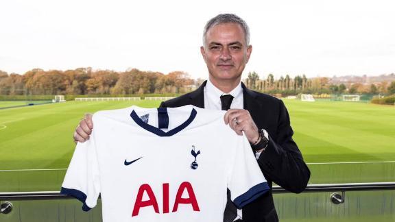jose mourinho head coach tottenham hotspur pochettino football spt intl lon orig gbr_00000000.jpg