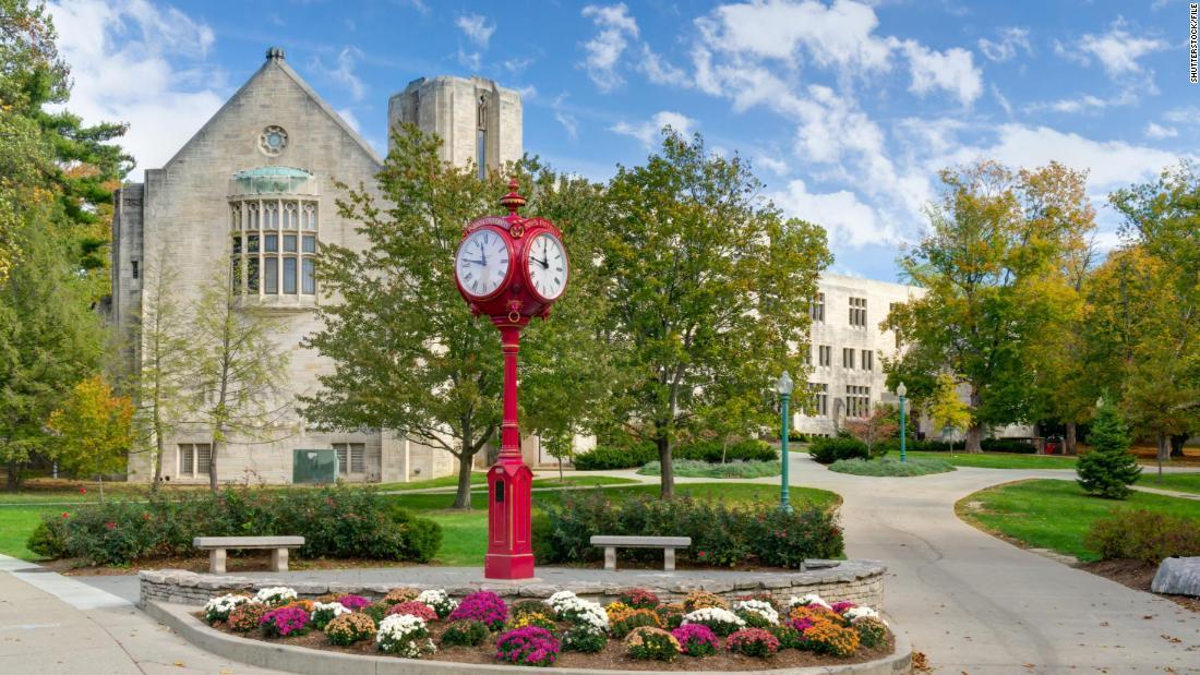 Students sue Indiana University over vaccine mandate