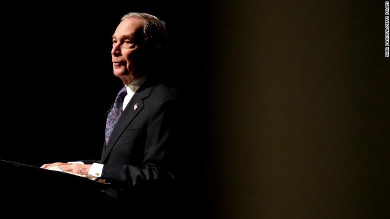 Michael Bloomberg vaut environ 59,5 milliards de dollars, selon Forbes.