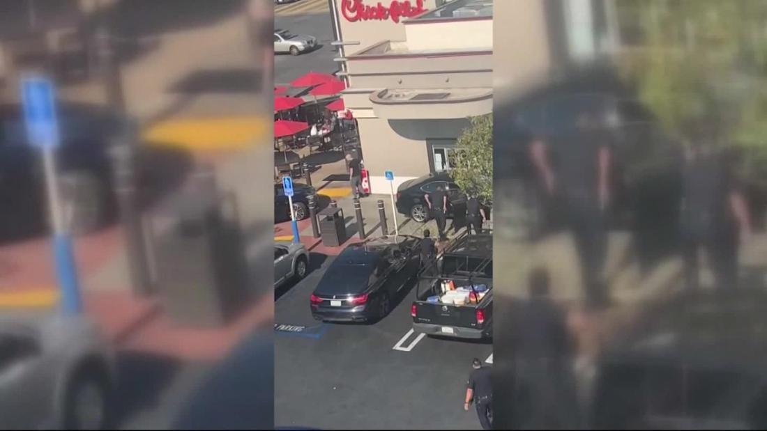 Ένα μαχαίρι-χειρισμού άντρας προσπάθησε να ληστέψει ένα fast food πελάτη. Στη συνέχεια, αυτό συνέβη