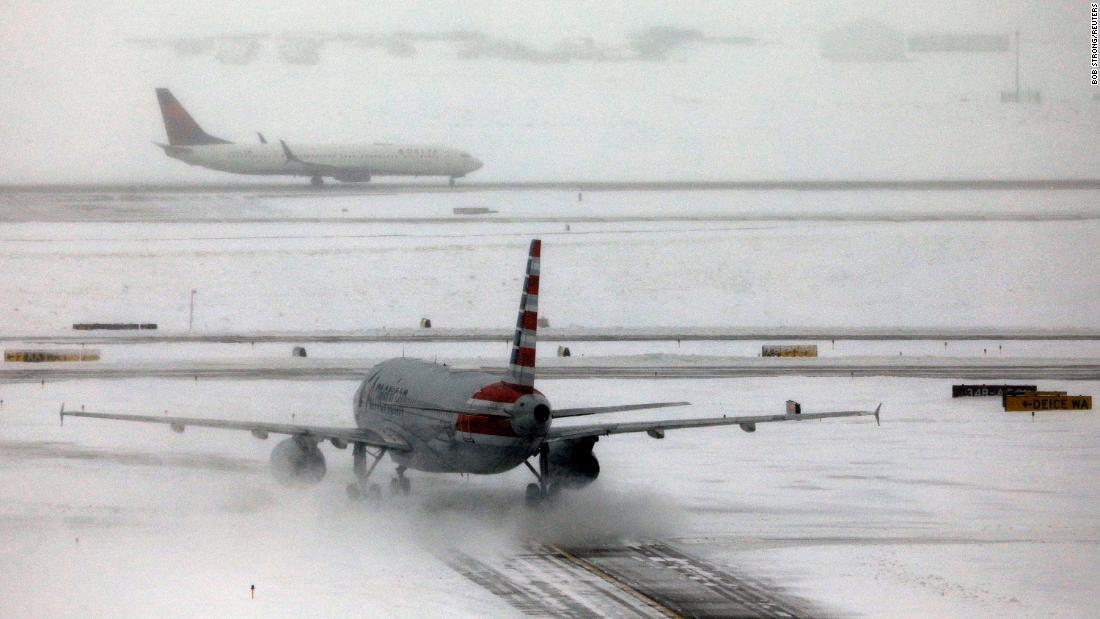 Storm-Blätter von mehr als 1.100 Menschen gestrandet am Flughafen von Denver