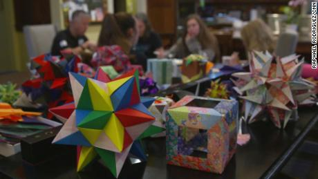 Origami Fussball Trikot basteln mit Papier. Hemd / Shirt falten ... | 259x460