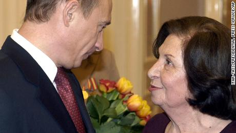 Russian President Vladimir Putin and Goar Vartanyan at the Kremlin on International Women's Day in 2005.