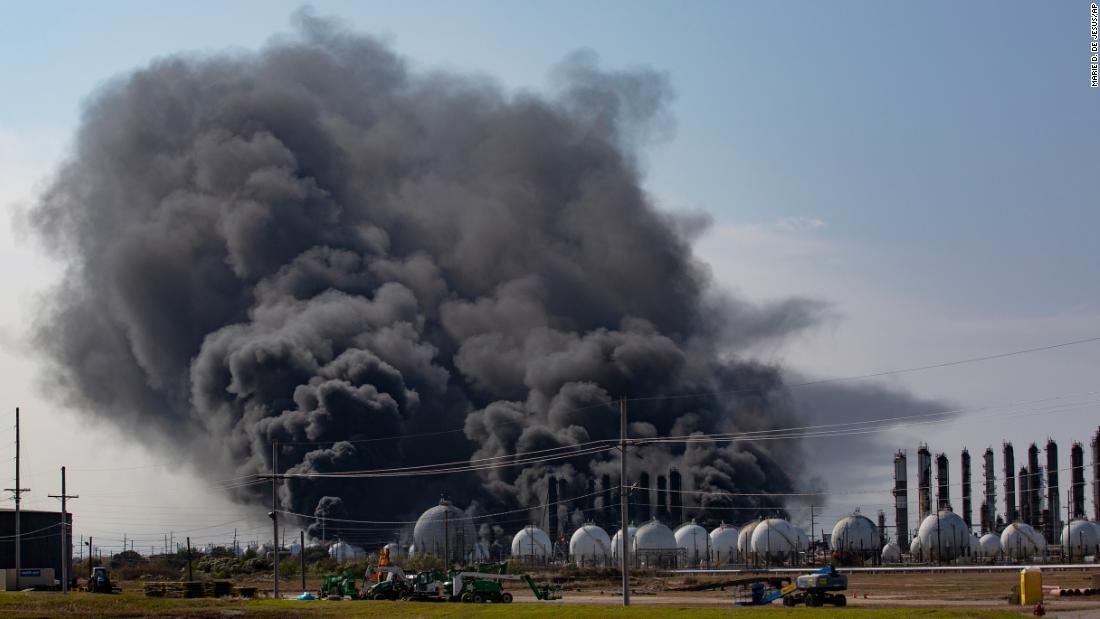 Zehntausende gezwungen, Ihre Häuser evakuieren vor dem Erntedankfest nach Chemiefabrik Explosion in Texas