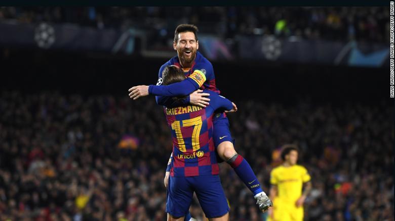 Lionel Messi สร้างภาพลักษณ์ที่ 700 ของเขาให้กับบาร์เซโลน่าในการชนะ 3-1 เหนือ Borussia Dortmund