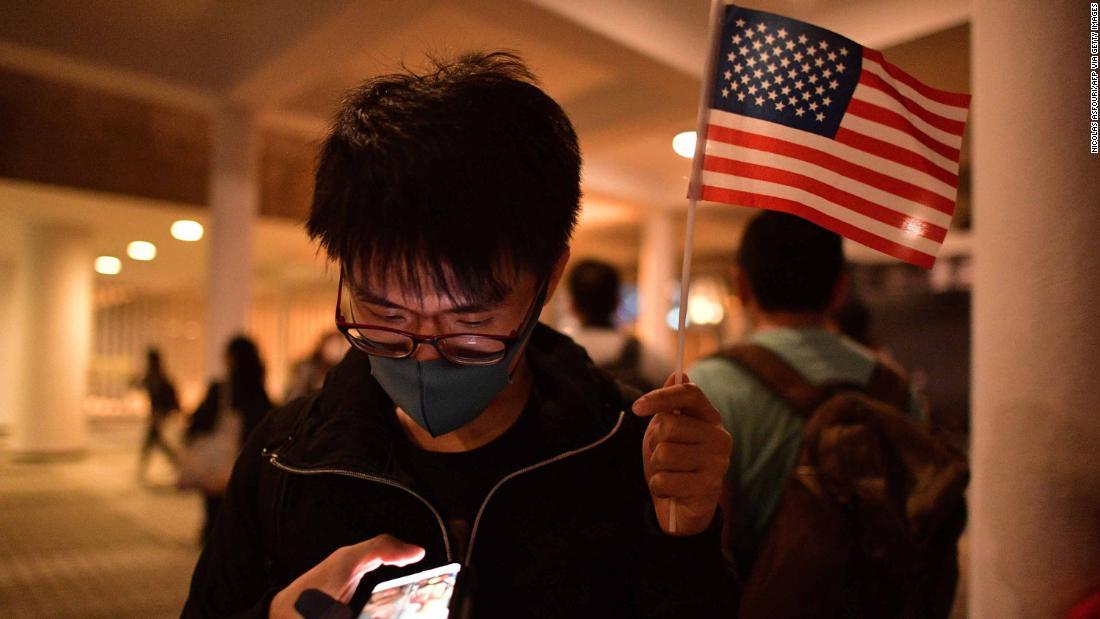 Protesters hail Trump's 'Thanksgiving present' for Hong Kong thumbnail