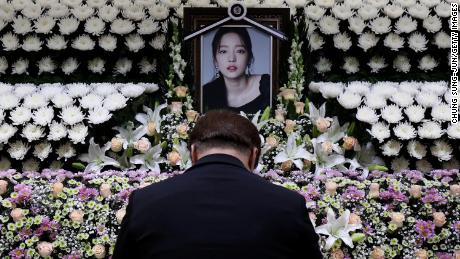 A South Korean man pays tribute at a memorial altar as his makes a call of condolence in honor of the K-pop star Goo Hara at the Seoul St. Mary's Hospital on November 25, 2019 in Seoul, South Korea. K-pop star Goo Hara of Kara was found dead yesterday on November 24.