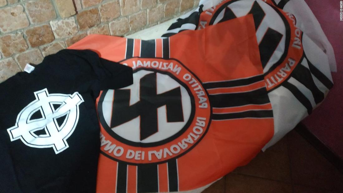 Polizei-Razzien in Italien, aufzudecken verdächtige, die wollten einen 'ganz offen pro-nationalsozialistischen' Partei