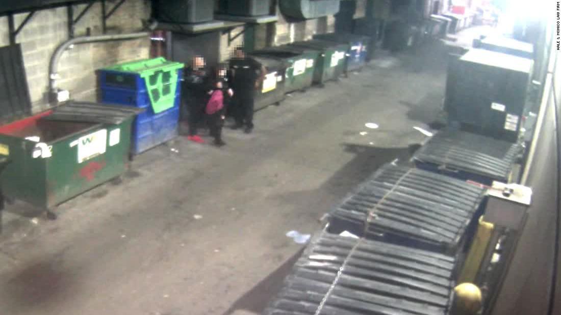 女性suesシカゴには、ナイトクラブ、訴警備員待機してい彼女性に対する暴力掛