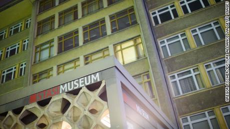 Burglars have stolen medals and jewelry from the Stasi Museum in Berlin.
