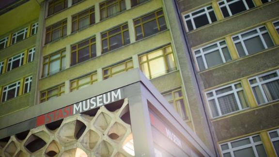 Burglars have stolen medals and jewelry from the Stasi Museum in Berlin.