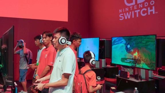 SHANGHAI, CHINA - AUGUST 03: People play games on Nintendo Switch during the 2019 China Digital Entertainment Expo & Conference (ChinaJoy) at Shanghai New International Expo Center on August 3, 2019 in Shanghai, China. ChinaJoy 2019 was held on August 2-5 in Shanghai. (Photo by Visual China Group via Getty Images)