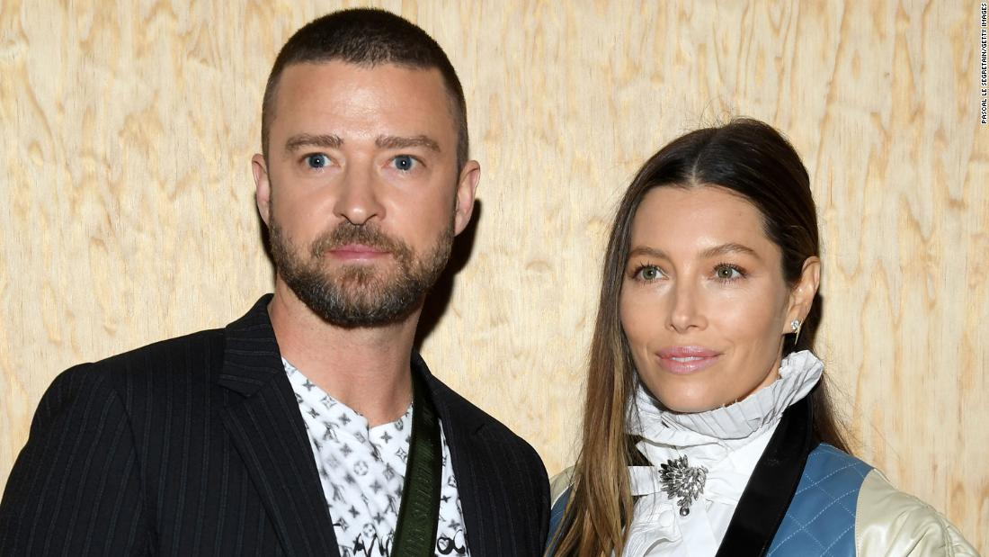 Justin Timberlake apologizes to wife Jessica Biel after he was pictured holding hands with co-star