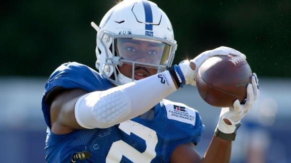 Jordan Veasy catches a pass in July during the Indianapolis Colts' training camp.