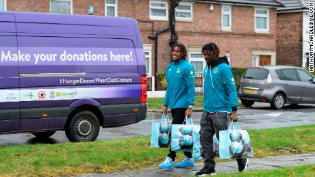 Everton duo Alex Iwobi and Moise Kean visit North Liverpool food bank.