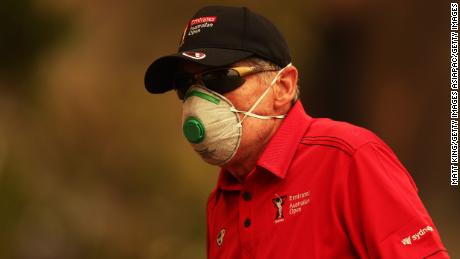 A course worker wears a face mask due to the smog at the Australian Open.