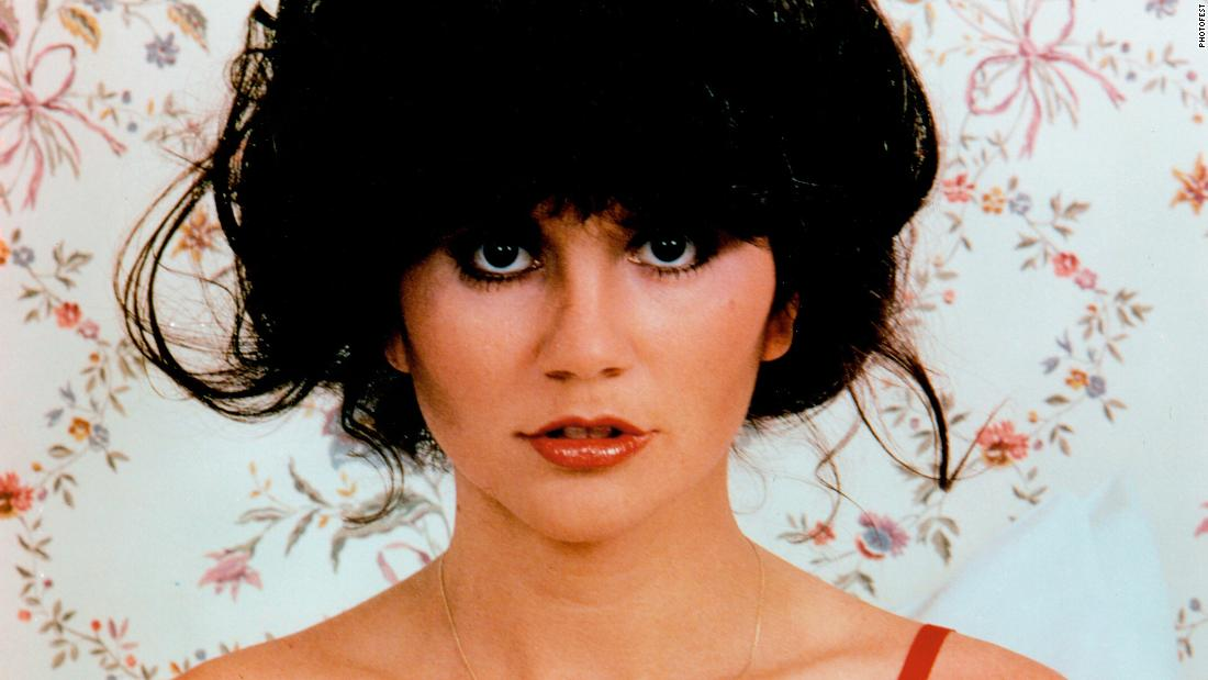 From Pop To R B To Mariachi Linda Ronstadt Sang It All CNN Video