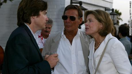 SANTA MONICA, CA - AUGUST 12:  (L to R) Actors Jason Bateman, Ron Leibman and Jessica Walter attend Twentieth Century Fox Television's New Season Party at Shutters on the Beach August 12, 2004 in Santa Monica, California.  The party, hosted by FOX Presidents Gary Newman and Dana Walden, brought together the studio's roster of writers, producers and stars of its new returning series to toast the new television season.  (Photo by Frazer Harrison/Getty Images)
