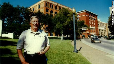 Former Secret Service agent William Lawson returns to Dealey Plaza in Dallas years after President Kennedy was assassinated there in 1963.