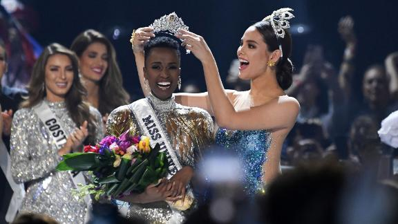 Miss Universe 2018 Philippines' Catriona Gray (R) crowns the new Miss Universe 2019 South Africa's Zozibini Tunzi on stage during the 2019 Miss Universe pageant at the Tyler Perry Studios in Atlanta, Georgia on December 8, 2019. (Photo by VALERIE MACON / AFP) (Photo by VALERIE MACON/AFP via Getty Images)