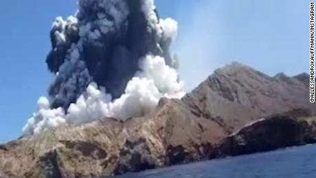 Fatal volcanic eruption in New Zealand caught on camera