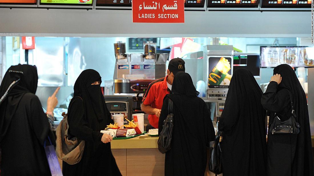 Saudi Arabia ends gender segregation at restaurants