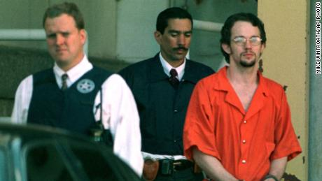 Security officers escort convicted killer Chevie Kehoe from the federal courts building in Little Rock, Arkansas, on May 19, 1999.