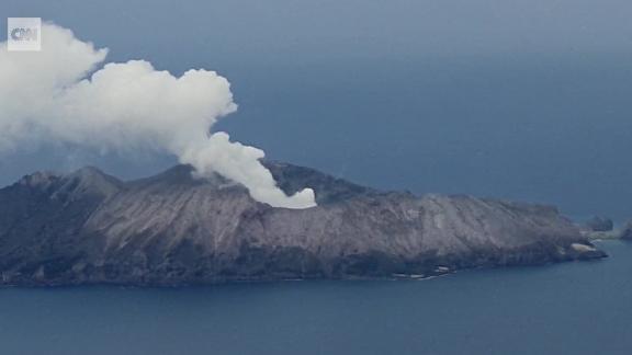 new zealand white island volcano helicopter pilot ripley pkg vpx_00004402.jpg