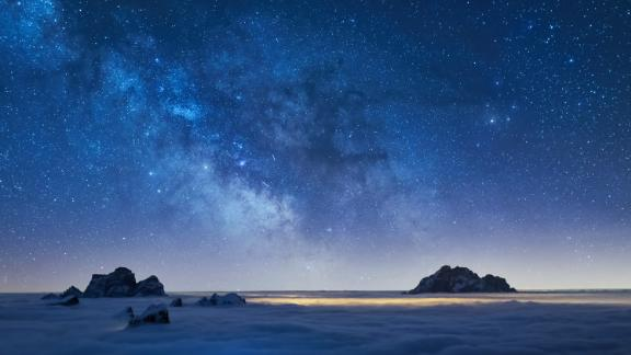 """""""Night on Earth"""": From the award-winning producers of """"Planet Earth II,"""" """"Life"""" and """"Blue Planet,"""" this stunning natural history series reveals the wonders of the nocturnal world. (Netflix)"""