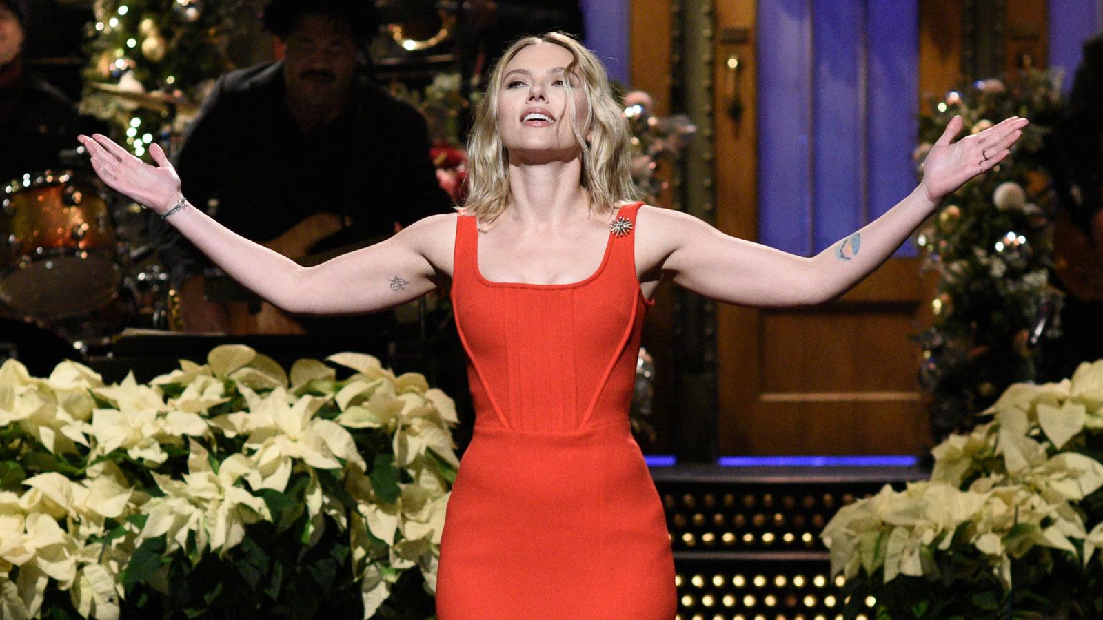 Scarlett Johansson Teases Colin Jost During Snl Hosting Duties Cnn Video