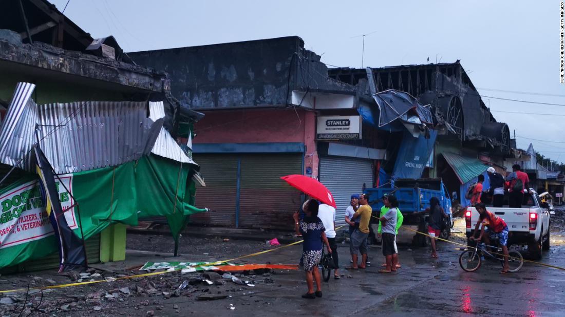 6-Jahr-altes Mädchen unter 3 getötet 6,8-Erdbeben der Stärke Felsen südlichen Philippinen