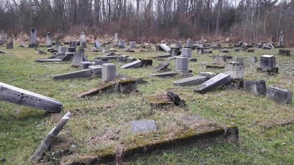 At least 59 tombstones were tipped over in the Jewish cemetery in Namestovo.
