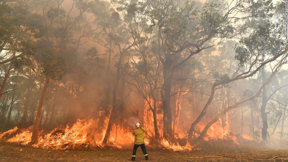 Αυστραλία swelters την πιο ζεστή μέρα ποτέ, καθώς οι πυρκαγιές οργή ... και οι θερμοκρασίες είναι πιθανό να αυξηθεί ακόμη υψηλότερα