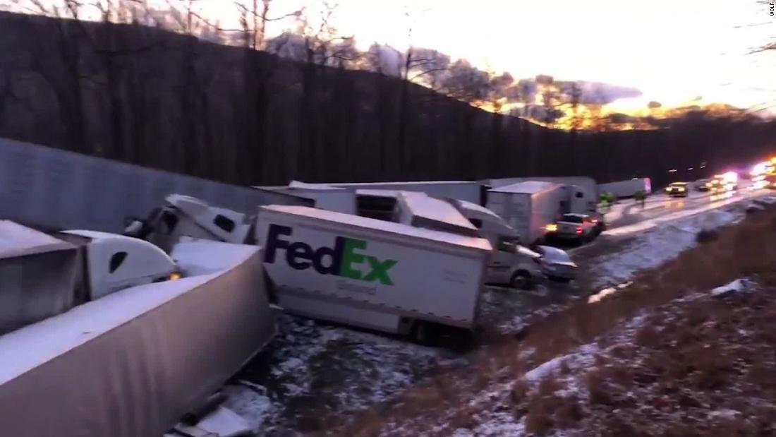 大雪および視界不良が大30-車pileupペンシルベニア州