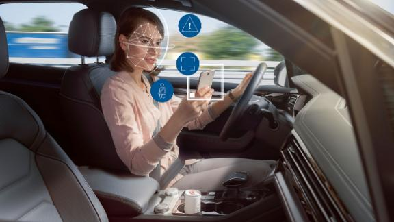 Using a telephone while driving increases the risk of a crash. This new technology warns drivers if they are distracted.