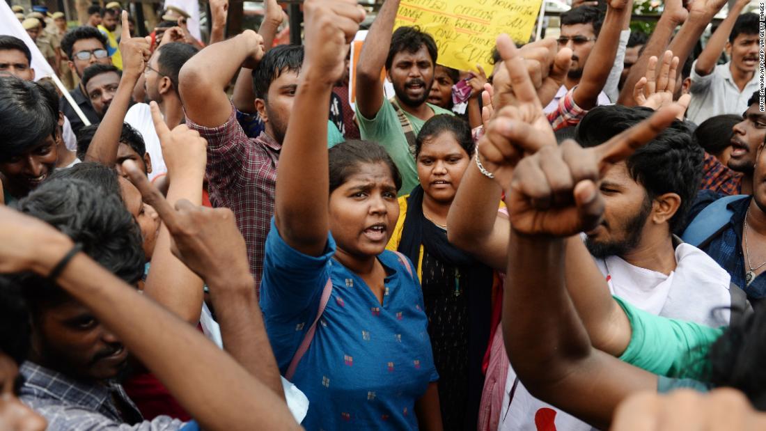 死者からインドの抗議行動が18