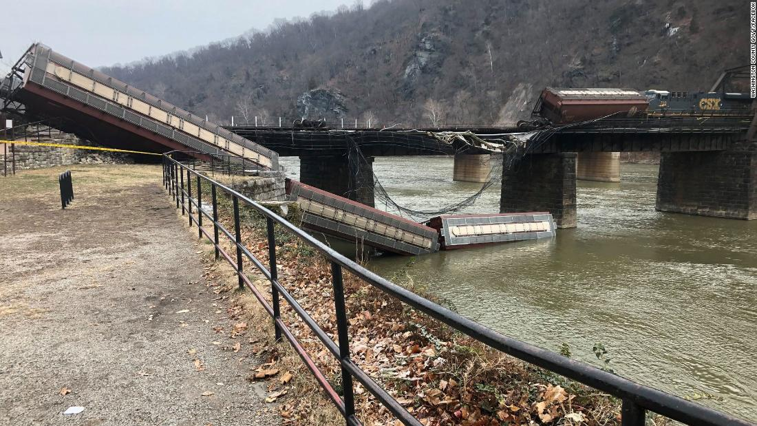 Maryland-bound train derailed, two cars fall into Potomac River