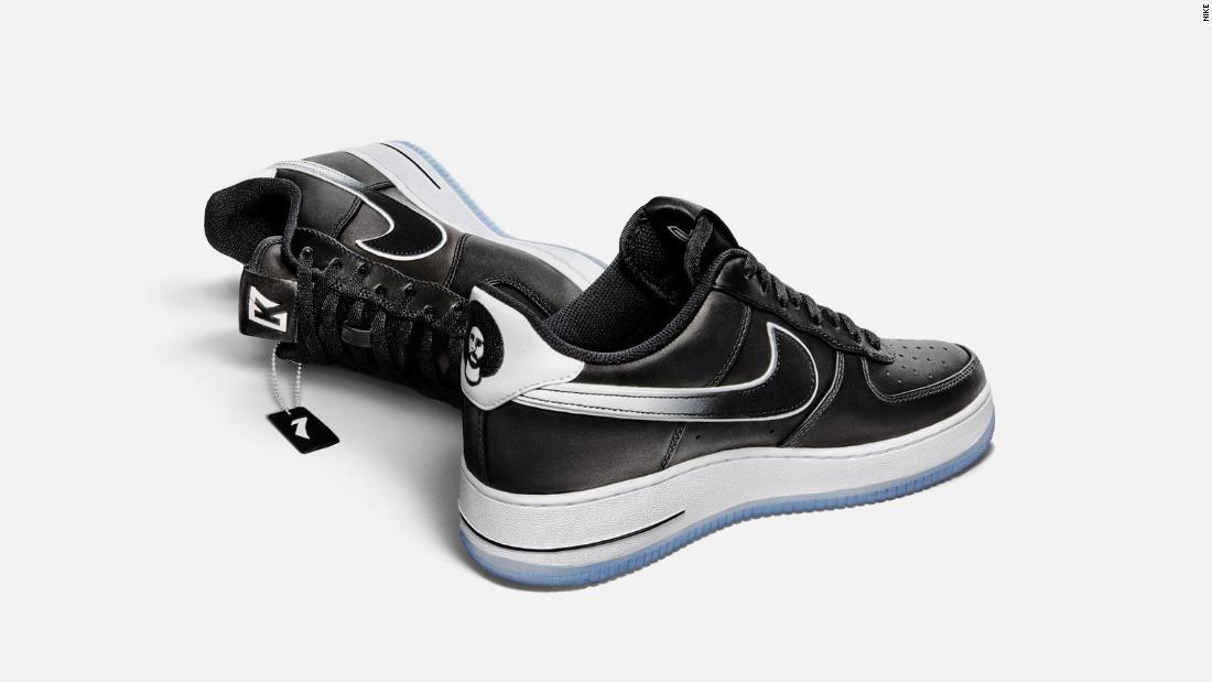 Colin Kaepernick ist der Air Force 1 Sneaker mit einem nicht-so-subtile Botschaft verkaufen online