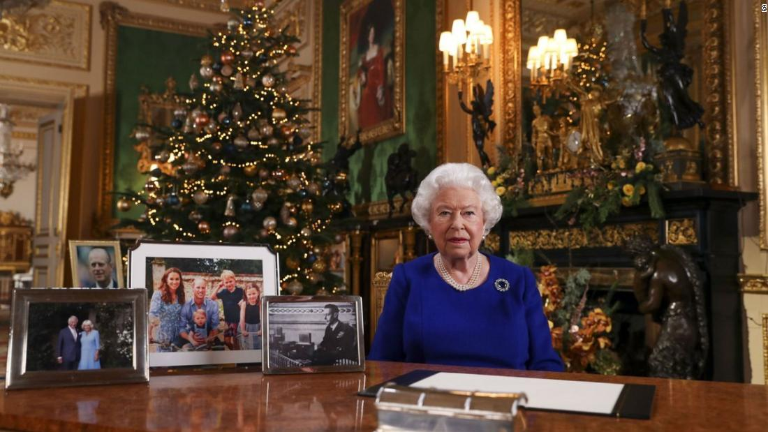 Queen Elizabeth II to acknowledge 'bumpy' year in Christmas message