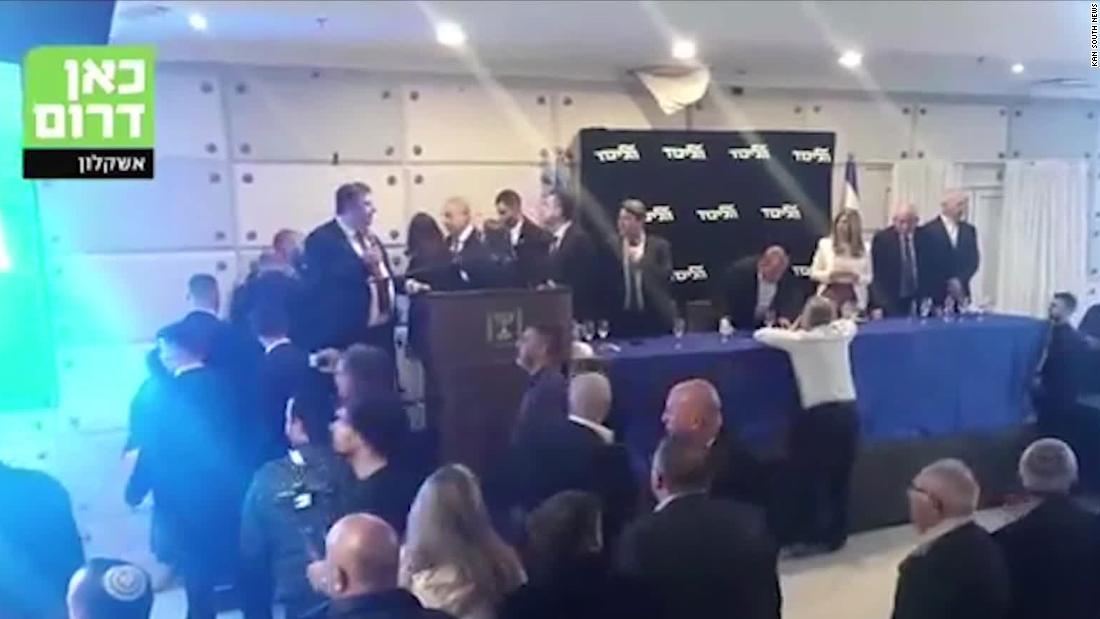 ベンジャミン-ネタニヤフ急offstageとしてロケット燃焼ガザからイスラエル