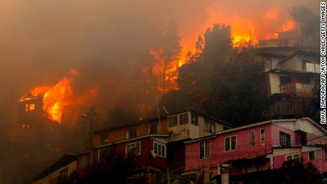Houses burn during a forest fire at the Rocuant hill in Valparaiso, Chile, on December 24, 2019.